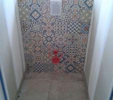 Notre WC du haut en carreau de ciment.