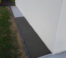 Notre tour de maison en béton sèche tranquillement pour la deuxième partie.