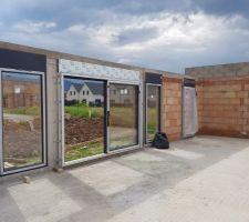 Baie vitrée 3m + 2 fixe 1m + porte fenêtre bureau