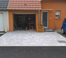 Les pavés devant le garage