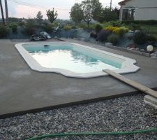 Chape autour de la piscine finie avant pose du carrelage