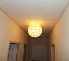Nouveau plafonnier dans le couloir
