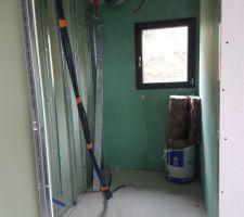 VMC en faux plafond du cellier de la cuisine.