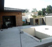 La construction de la piscine, terrasse