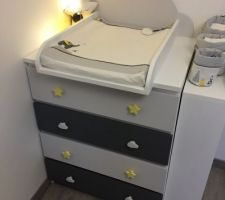 Commode MALM personnalisée + plan à langer DIY, étagère latérale à droite DIY