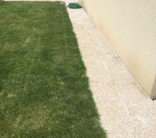 Liaison des 2 terrasses avec le pourtour en dalle gravillonnée