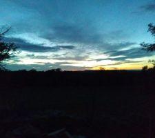 Le soir le soleil se couche et c'est beau