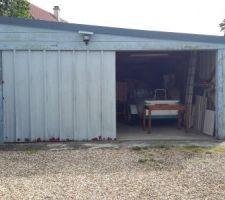 Porte de garage existante à remplacer.