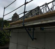 Élévation des murs sur ossatures métalliques Pose des corniches