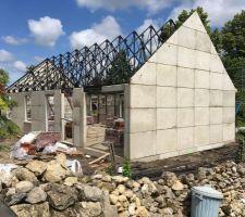 Élévation des murs sur ossatures métalliques
