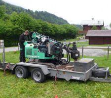 La machine à visser les pieu, de Technopieux des Deux Savoie, intervention pour un  pieu d'essai, pour devis.