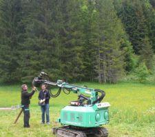 La machine à visser les pieux, de Technopieux des Deux Savoie, intervention pour un  pieu d'essai, pour devis.
