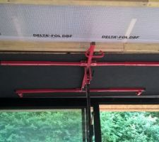 Osb noir au plafond