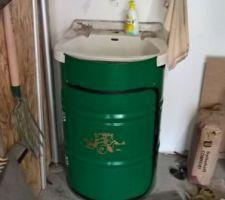 L'évier encastré dans le fût terminé