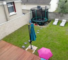 Vue générale du jardin et de la terrasse!