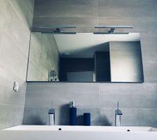 Salle de bains de l?étage.