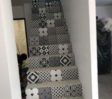 Escalier avec carreaux de ciment