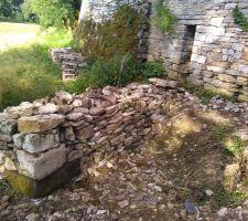 Grange   de petits tas de pierre et nettoyage du terrain