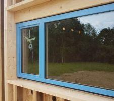 Une des fenêtres des chambres : 1/3 en oscillo-battant, le reste en fixe