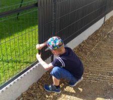 Pose clôture #jeu d'enfant#