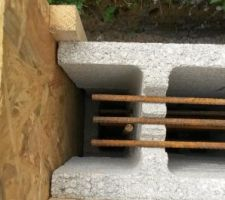 Pose des trois autres rangs avec ferraillage à chaque étage.J'ai aussi fabriqué la planche de coffrage de bout et mis en position.