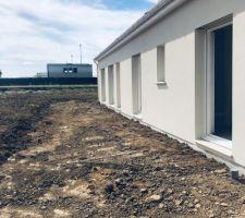 Avec une vue de l'emprise de la future terrasse