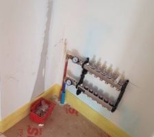 Clarinette du chauffage au sol dans le placard de l'entrée