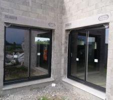 2 baies vitrées largeur 200, fabrication régionale, c'est bien pour l'empreinte carbone