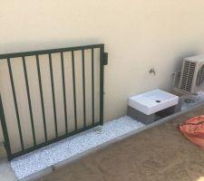 Terminaison jusqu?au portail avec un évier extérieur