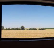 Je partage avec vous la vue depuis notre lit sur la magnifique campagne du Nord.