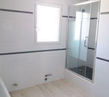 Salle de bains avant pose du lavabo