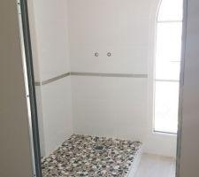 Salle d'eau avant pose de la paroi de douche & co