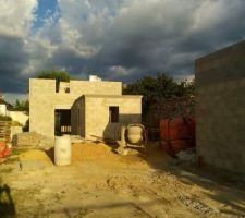 élévation des murs 1er étage avec garage à droite