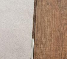 Visite chez porcelanosa Dijon - carrelage gris clair et imitation bois retenu