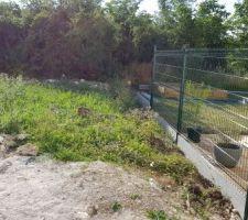Pose clôture panneau soudé en cours voisin de droite