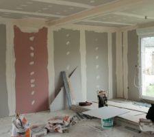 Vue intérieur du salon/sejour avec le futur emplacement du poele