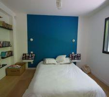 Chambre actuellement d'amis et sa peinture bleue que j'aimerais aussi pour la cuisine