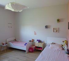 La chambre des filles qui depuis février ont demandé à dormir ensemble... du coup réaménagement en conséquence !