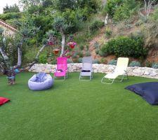 Coin piscine avec gazon synthétique, 80 m2 très bien posé (40 ? le m2 pose incluse) Sport et Jardins au bord de Mer à Cagnes sur mer