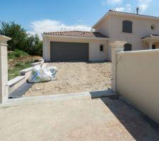 Accès garage, piliers et couvertines muret terminés
