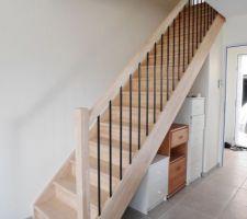 L'escalier vu du salon.