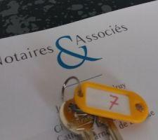 Remise des clés du terrain (enfin, de la boîte aux lettres ) après signature chez le notaire