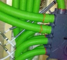 Réseau VMC double flux gaines semi rigides  NB : Pensez à ne pas mettre à coté le réseau d'eau et gaines VMC à coté (NB: pas comme nous)