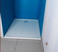 Pose du bac à douche 90 x 120 cm dans la salle de bain