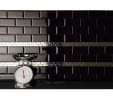 Carrelage métro noir pour faire la crédence la cuisine Voila Ce que ça devrait donner