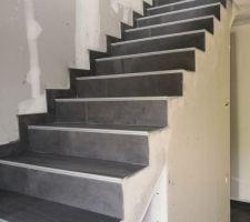 Escalier avec carrelage