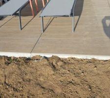 Terrasse ouest . Détail bordure pour tenir la dernière rangée