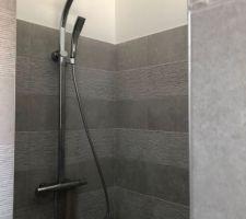 Salle de bain, installation colonne de douche