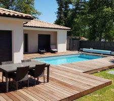 Terrasse presque terminée autour de la piscine