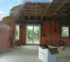 Électricité, pose des câbles avant plafond